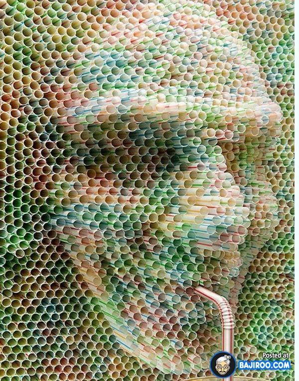 Kalau kalian jeli melihatnya, susunan sedotan ini membentuk sebuah lukisan wajah.