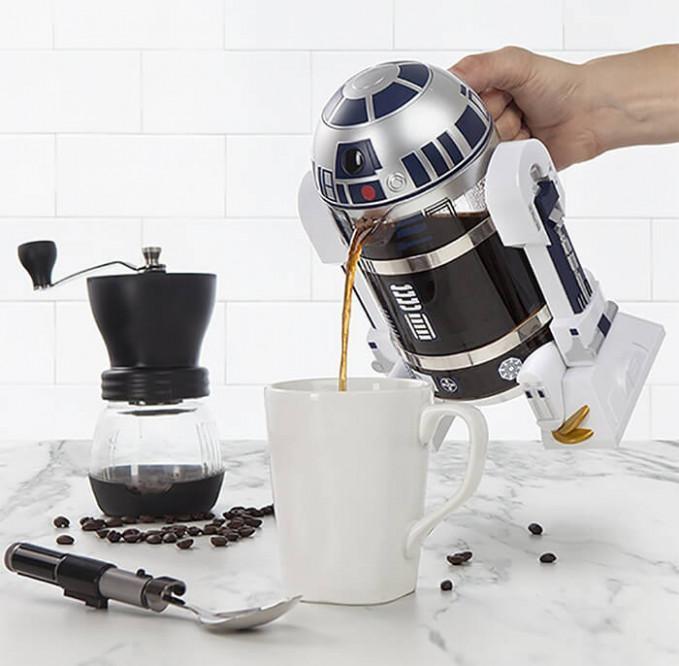 Ngopi makin asik kalau tekonya berbentuk R2 kayak gini ya?.