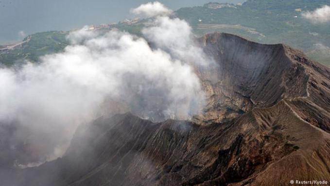 Kita beralih ke Jepang Pulsker. Kali ini ada gunung api Sakurajima di Kagoshima yang tergolong sebagai gunung api teraktif di Jepang. Pernah meletus pada 1914 dan memakan korban 58 orang. Kini, sejak tahun 1955 gunung Sakurajima terus aktif.