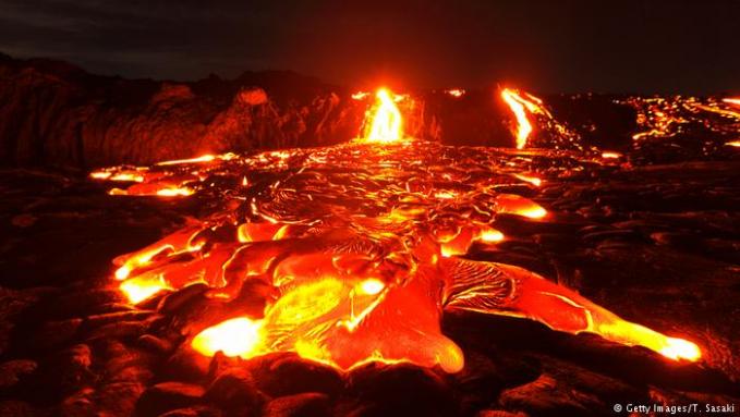 Ini dia gunung api paling aktif di dunia, Kilauea yang ada di Hawaii, Amerika Serikat. Karena letusannya berupa lelehan lava mengalir, gunung ini kerap dijadikan objek penelitian dan wisata Pulsker.