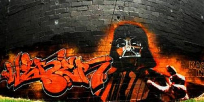 Lukisan Darth Vader dengan tema grafiti gaya lawas tapi tetap keren banget gengs.