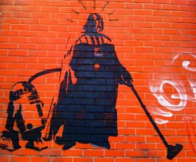 Wah, Darth Vader juga beralih profesi tuh Pulsker. Bersama R2D2 dia menjadi tukang cleaning service.