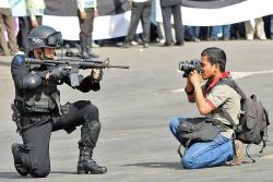 10 Foto Ini Membuktikan Kalau Fotografer Bukanlah Pekerjaan yang Mudah