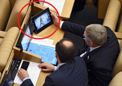 10 Perilaku Nyeleneh Wakil Rakyat di Rusia Saat Rapat Dewan