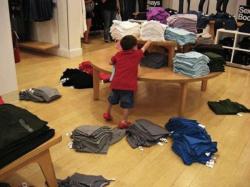 10 Hal Buruk yang Bakal Terjadi Kalau Ngajak Anak Belanja di Mall