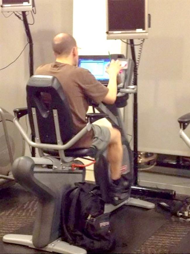 Walaupun deadline lagi numpuk jangan lupakan olahraga ya gengs biar badan tetap bugar.