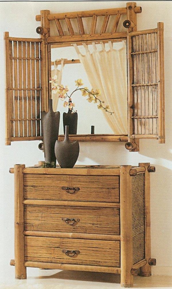 Cermin bernuansa jadul yang bisa dibuka tutup dengan bambu.
