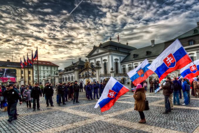 Di negara yang masih kaya akan kastil tua nan indah ini, Slovakia ternyata punya masalah obesitas yang dihadapi warganya sebesar 27.4 %. Selain itu konsumsi alkholnya juga nggak kalah tingginya Pulsker.