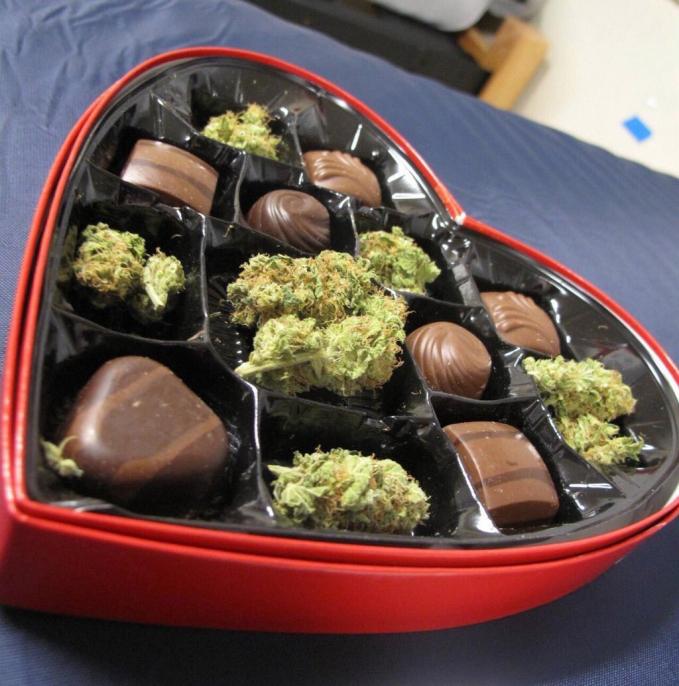 Tak jarang cokelat ganja tersebut dibalut dengan bungkus yang semenarik mungkin.