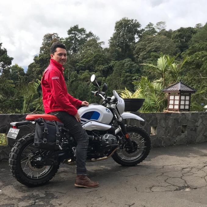 Ananda Omesh Di dunia motor, nama Omesh sudah sangat dikenal lho. Apalagi Omesh ternyata juga mengoleksi berbagai macam jenis motor. Wow..keren!