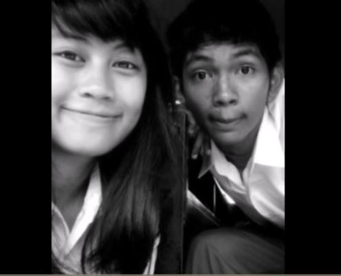 Ini adalah foto doi bareng temannya pas waktu SMA dulu Pulsker. Dulu dia bersekolah di SMA 30 Rawasari guys.