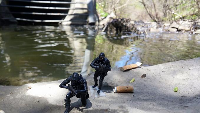 Pasukan intai amphibi lagi beraksi sob, awas jangan coba-coba mendekat.