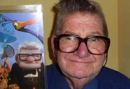 Wah..bahkan kakek Carl dalam film UP juga mengakui jika dia sangat mirip dengan tokoh kartun itu.
