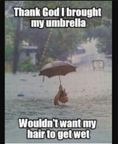Nggak apa deh kebanjiran, asal kepalanya nggak kehujanan :D