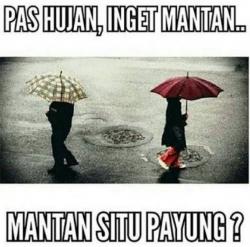 Kumpulan Meme Hujan yang Malah Bikin Kamu Baper