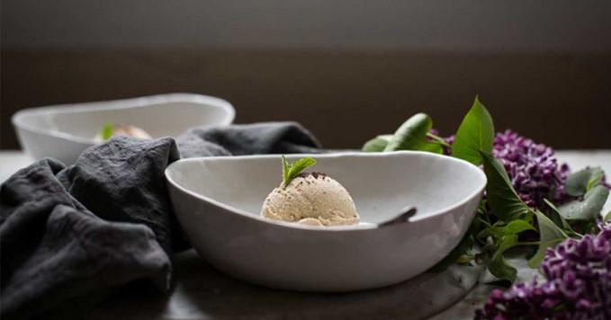 Eskrim rasa bawang putih Yang ini juga bukan eskrim rasa vanilla, sesuai warnanya, eskrim ini memiliki rasa seperti bawang putih.