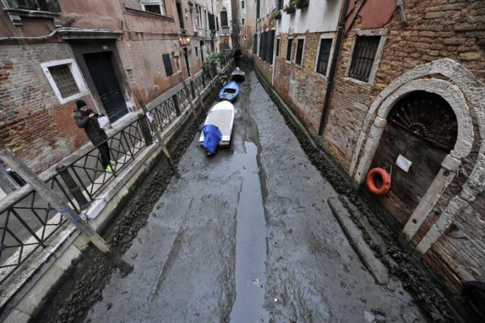Ternyata beginilah potret sungai Venice saat kekeringan.