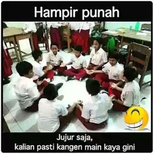 Permainan ini sering kita lakukan saat masih SD ketika jam istirahat atau nggak ada guru di kelas.