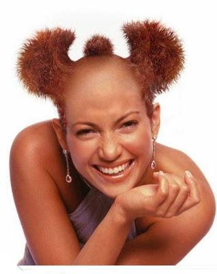 Coba kalau kalian yang pakai gaya rambut begini, bakalan bisa ceria seperti modelnya ini nggak ya?.