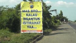 7 Papan Peringatan Kocak yang Cuma Ada di Indonesia