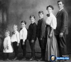 Daripada Pose Keluarga Gitu-Gitu Aja, Ada Baiknya untuk Coba 7 Pose Keluarga Unik Ini