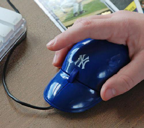 Cocok banget buat para penggemar olahraga baseball, selain mengoleksi jersey dan pernak-pernik lainnya mouse ini wajib ada.