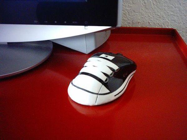 Mungkin seukuran sama sepatu bayi nih mousenya Pulsker.