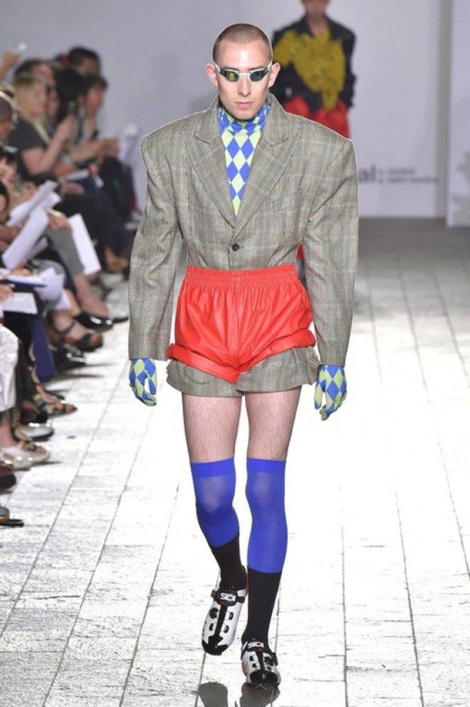Apa julukan yang cocok untuk pakaian ini, Pulsker? Apa Superman pakai Jas saat musim dingin?