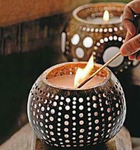 Atau bisa sebagai tempat untuk lilin aroma terapi, makin terkesan natural deh.