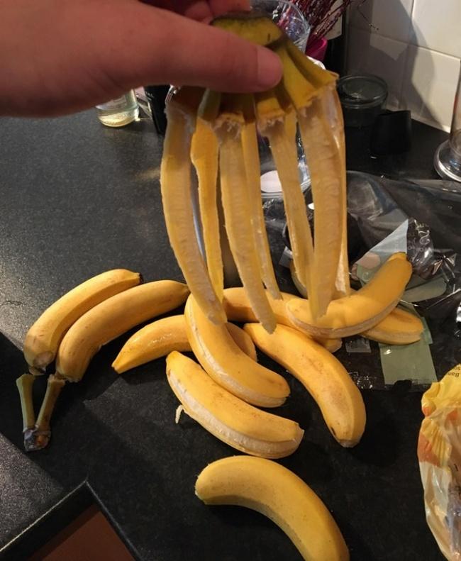 Apa prasaabmu kalau tiba-tiba megang pisang, eh malah rontok semua. Nggak apa lah ya, yang penting masih bisa di makan.