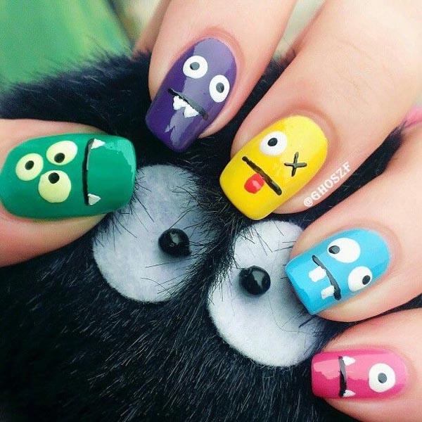 Untuk membuat nail art kalian bisa menggunakan kuteks dan bahan akrilik agar kuku makin terlihat cantik.