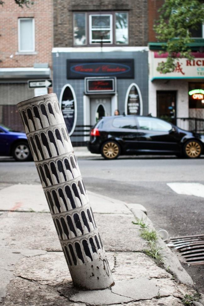 Ada mini menara Pisa di tengah kota. Berniat foto disana juga nggak?