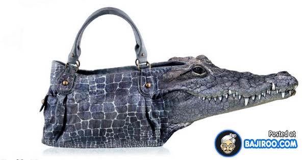 Ini baru namanya tas hitam dari kulit buaya gengs. Keren-keren kan bentuk tasnya?. Nggak pengen punya juga nih?.
