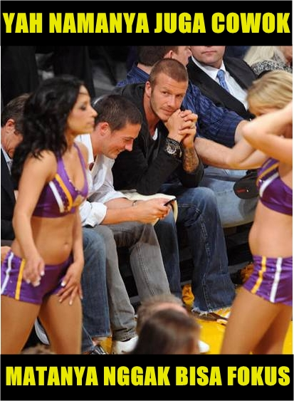 Sama..Davud Beckham juga cowok yang normal banget. Kamu juga pasti melakukan hal yang sama kok, kalau menghadapi situasi kaya gini. Bener kan?