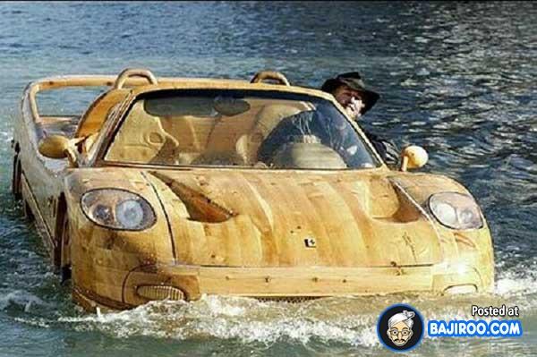 Wah, ternyata mobil kayu bisa juga lho mengapung di air.