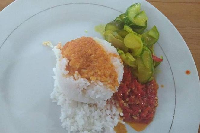 Yang penting judulnya nasi Padang.