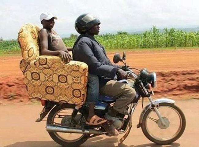 Lumayan lah sekalian nyobaik kursi baru selama perjalanan. Bener nggak gengs?.
