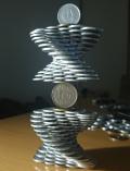 Kreasi Balancing Art dari Koin Karya Seniman Jepang Ini Patut Diacungi Jempol