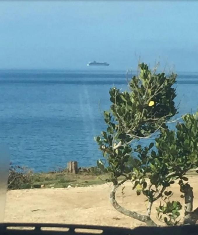 Tenang gengs, kapal tersebut masih diatas laut kok bukan terbang seperti kapalnya Flying Dutchman.