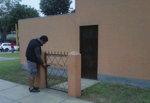 Pintu ajaib versi yang lebih kecil.
