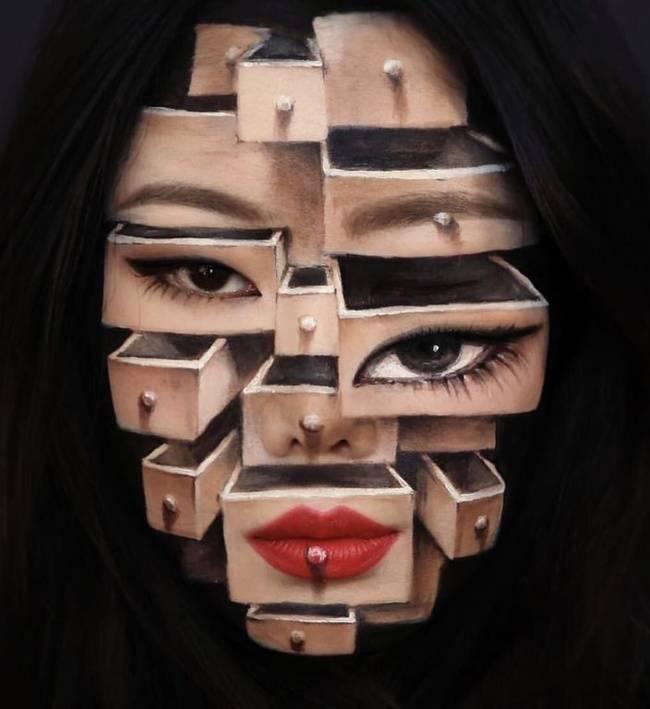 Lagi-lagi makeup dengan efek ilusi optik ini berhasil membuatmu kebingungan.