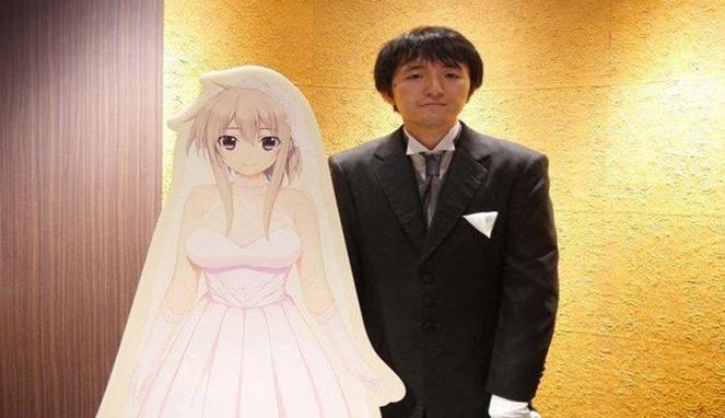 Beberapa orang gila anime malah nekat menikahi tokoh tak nyata ini.