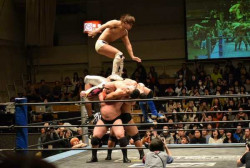 10 Foto Gambaran Kocak Gulat di Jepang, Nggak Kalah Sama Smack Down Nih !