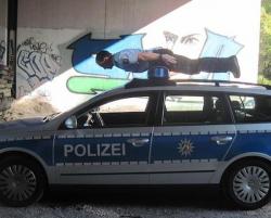 10 Foto Kocak yang Membuktikan Kalau Polisi Juga Manusia