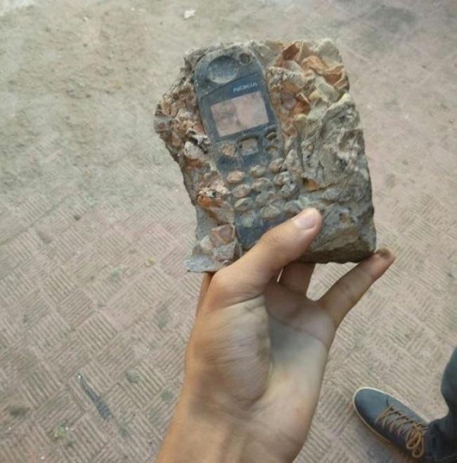 Nokia lawas yang lebih mirip seperti fosil purbakala.