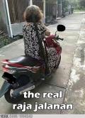 Kompilasi Meme Kocak 'Emak-Emak Raja Jalanan' , Berani Nyalip Pas Ketemu di Jalan?
