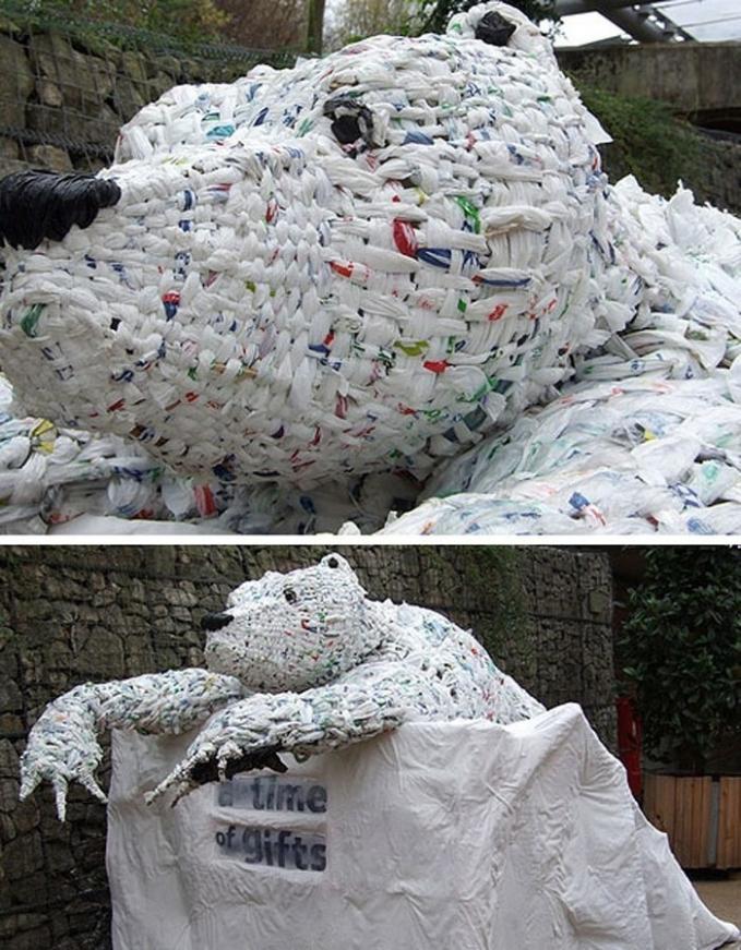 Selain untuk karya seni, patung dari ribuan kantung plastik ini dibuat sebagai kamanye untuk mengurangi penggunaan plastik Pulsker.
