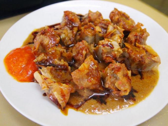 Batagor Siapa sih yang nggak tau dengan makanan legendaris yang terbuat dari bahan utama tahu ini memiliki kepanjangan baso, tahu goreng.