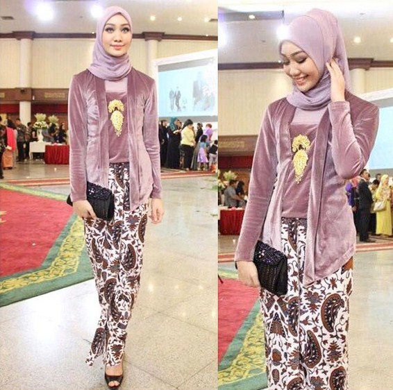 Dengan masih mengedepankan kebaya orignal, hanya ditambah balutan jilbab yang nggak berlebihan, sangat elegan sekali.