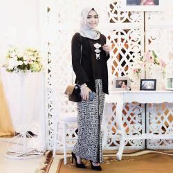 Pengen Tampil Anggun .. 6 Kombinasi Kebaya Dan Hijab Ini Matching Banget